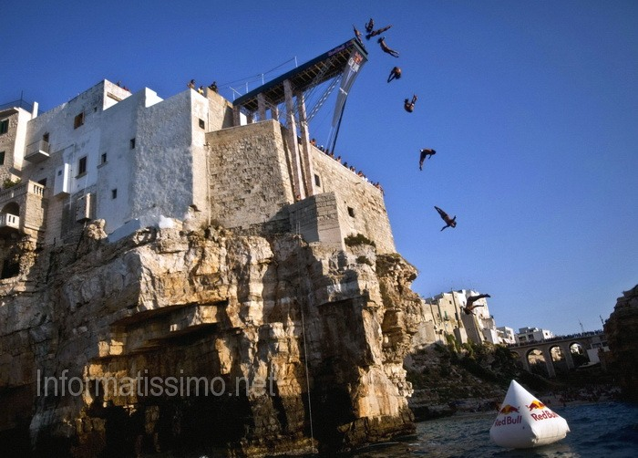 Cliff_Diving_Red_Bull_a_Polignano_a_Mare