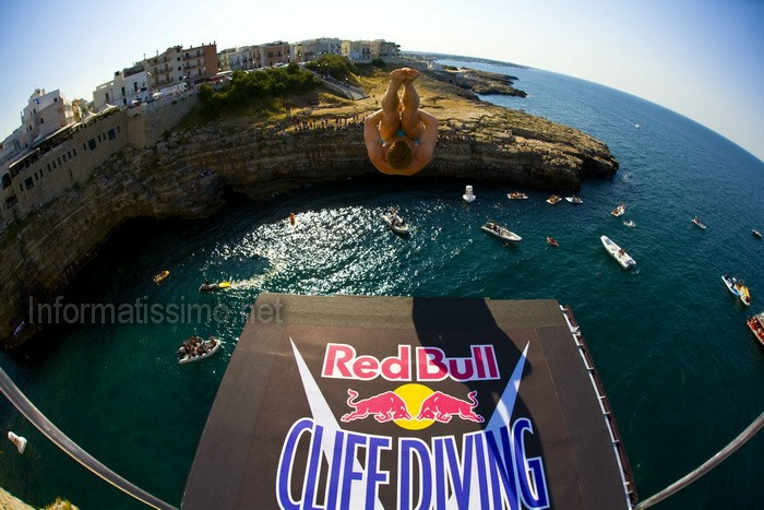 Cliff_Diving_Red_Bull_a_Polignano_a_Mare_2