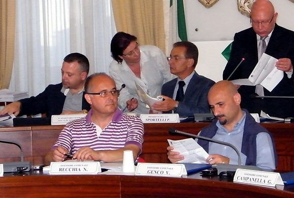 Ass._urbanistica_Nicola_Recchia_durante_il_Consiglio_Comunale_low