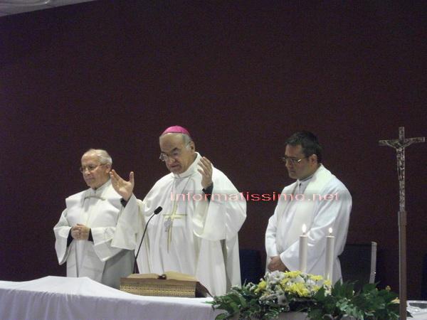 Mons_Padonvano_al_Giovanni_Paolo_II_low