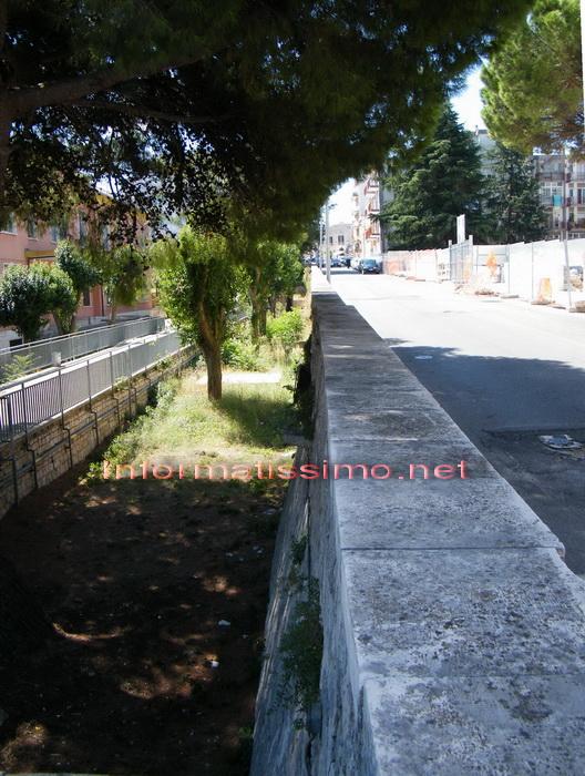Via_Petruzzi_muraglione_perimetrale_low