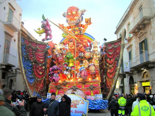 Carnevale di putignano il regolamento integrale per le for Idee per carri di carnevale semplici