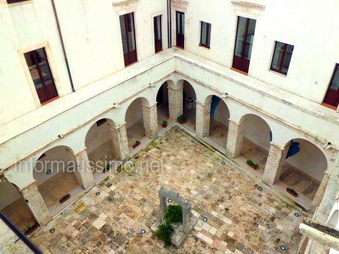 Biblioteca_comunale_-_Chiostro_