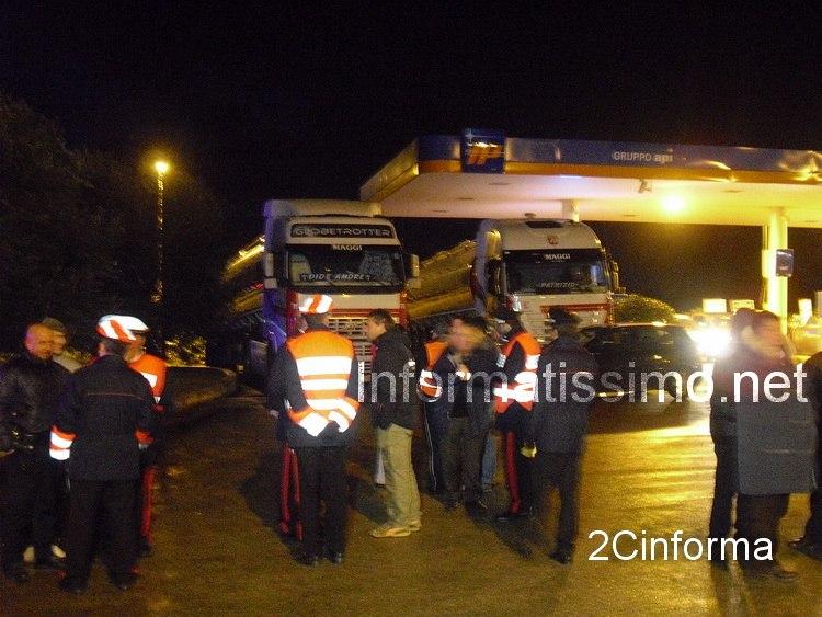 Carabinieri_-_tir_messi_in_sicurezza_nella_stazione_di_servizio_-_Putignano_copy