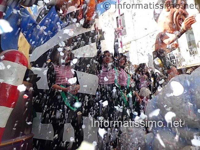 Carnevale_di_Putignano_2013_2_sfilata
