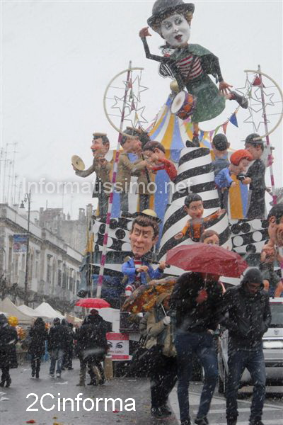 Carnevale_neve_a_fine_sfilata