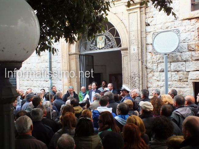 Comune_protesta_Tari