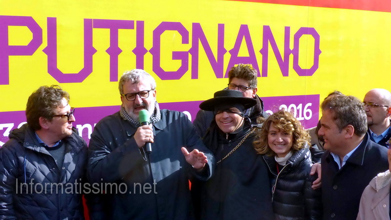 Emiliano_al_Carnevale_di_Putignano_low