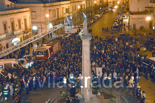 Immacolata_posa_del_rosario_2011_7