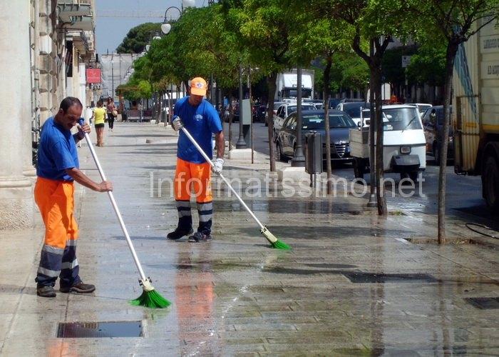Lavaggio_marciapiedi2