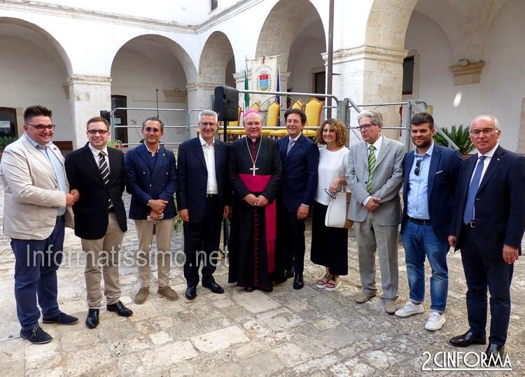 Mons._Favale_-_Rappresentati_amministrazione_Putignano
