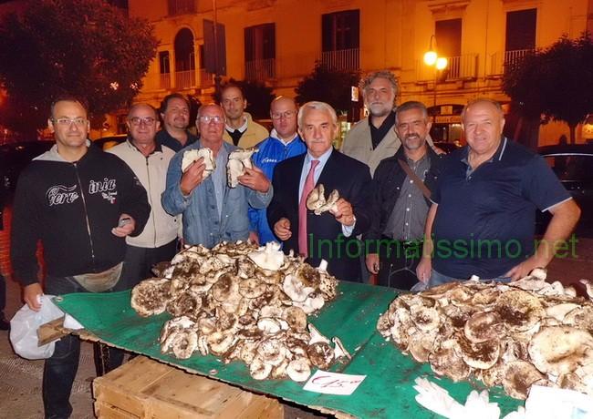 Onofrio_Introna_a_Putignano_funghi