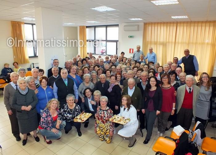 Polivalente_anziani_Putignano_gruppo_con_il_sindaco_low