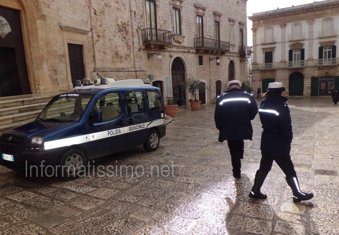 Putignano_-_Vigili_nel_centro_storico