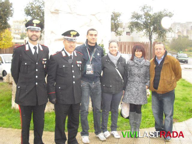 Putignano_Omaggio_ai_Caduti_di_Nassirya-_12.11.2011-_vivi_la_strada_.it_e_il_L.T_Bartolomeo_Nucci-_hanno_Poasato_una_ghirlada_dalloro_2