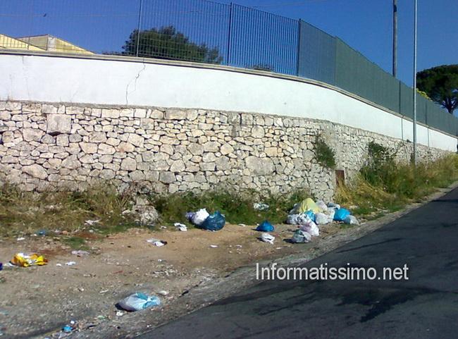 Rifiuti_abbandonati_in_campagna_low