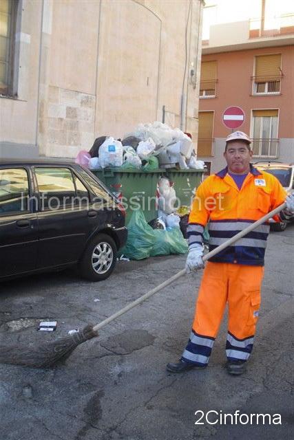 foto2cinforma-Putignano__-_cassonetti_stracolmi__1