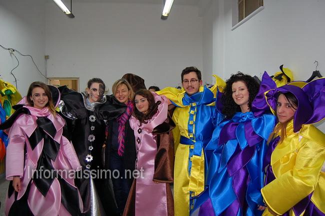 Gruppo_mascherato_Un_ballo_in_maschera_foto_Coop_Controcampo