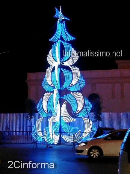 Albero_di_Natale_Abbattuto_dal_vento_3