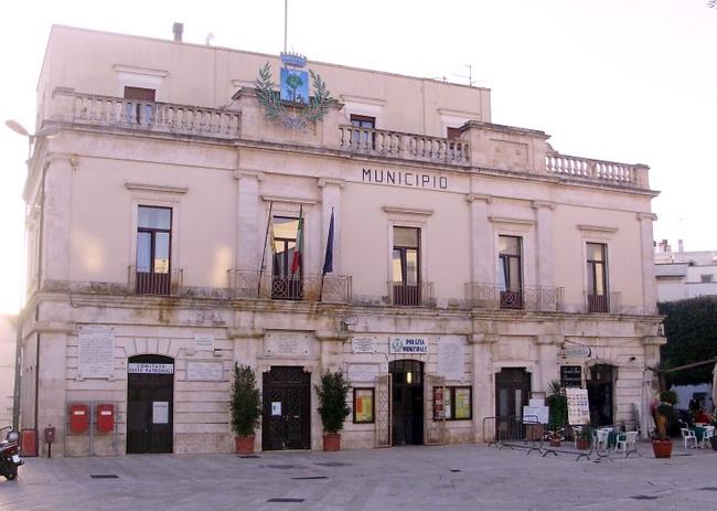 Alberobello_Municipio__foto_web