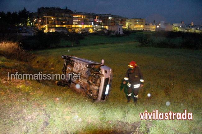 Auto_fuori_strada_a_Castellana2
