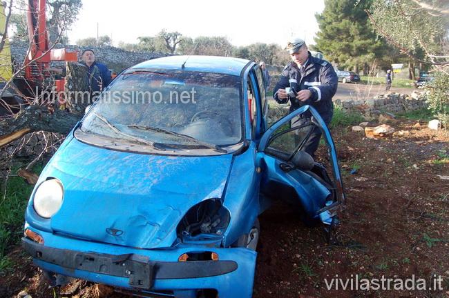 Auto_fuori_strada_a_Castellana2_copy