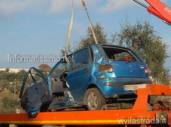 Auto_fuori_strada_a_Castellana4_copy