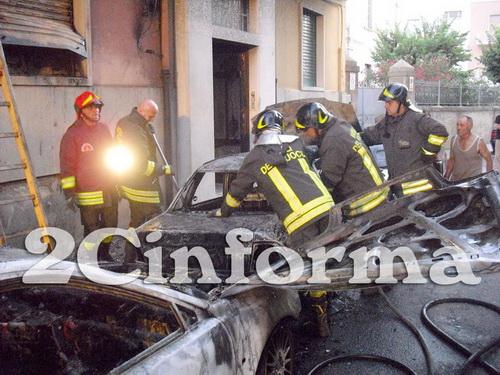 Auto_in_fiamme_Gioia_del_Colle_resize
