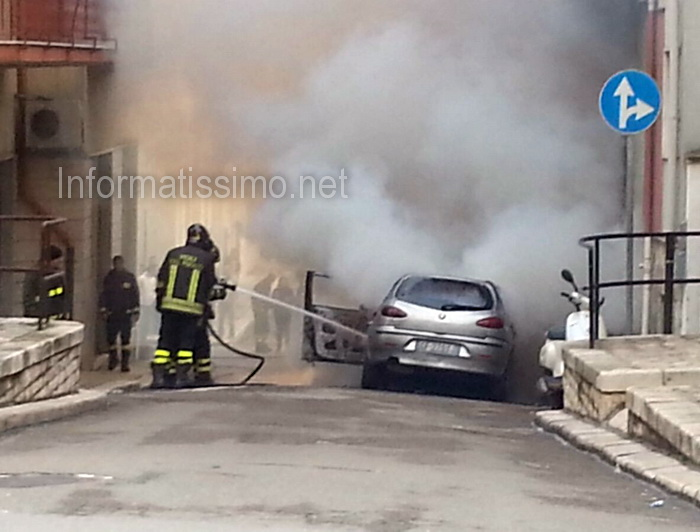 Auto_in_fiamme_Via_Adige2