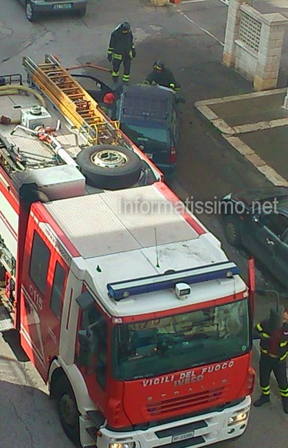 Auto_in_fiamme_via_c_battisti