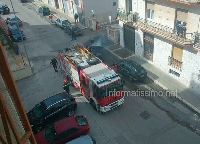 Auto_in_fiamme_via_c_battisti2
