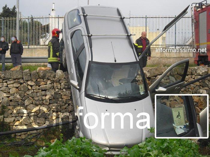 Auto_nel_fondo_a_Castellana_G._foto_2C_5_b