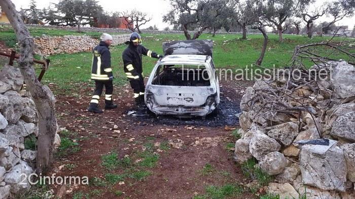 Auto_rubata_distrutta_dalle_fiamme_a_Putignano2_copy