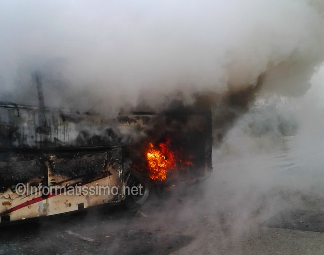 Bus_in_fiamme_sp_113_b