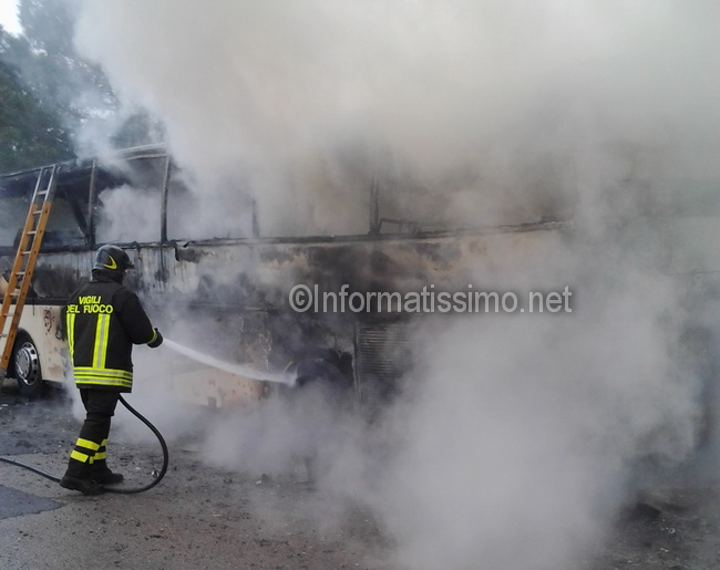 Bus_in_fiamme_sp_113_d