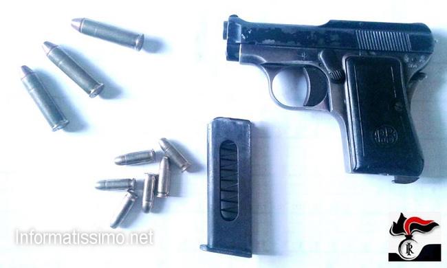 CC_Gioia_del_Colle_pistola_sequestrata