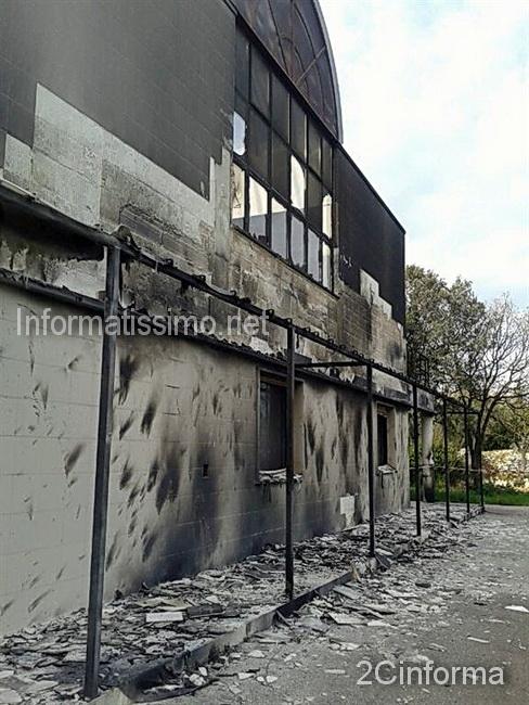 Castellana_Grotte_incendio_tettoia_centro_congressi_IRCCS_Castellana