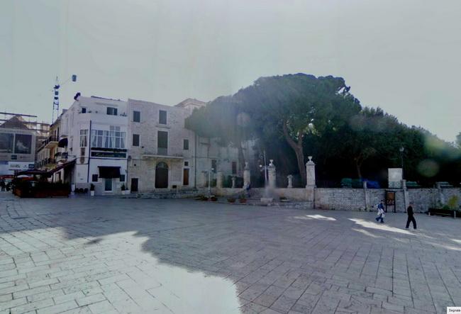 Conversano_Piazza_Castello