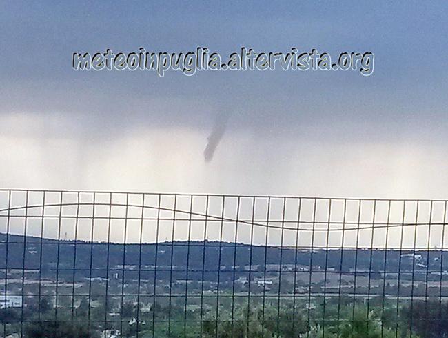 Funnel_cloud_Putignano_-_Gioia_del_Colle_fonte_meteoinpuglia