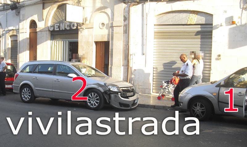 Fuoristrada_Via_M.di_Savoia_su_tre_autto_1