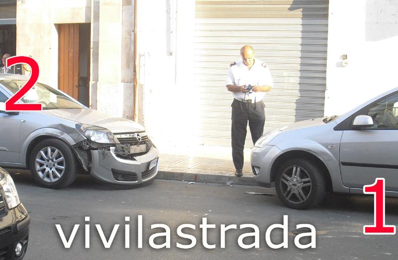 Fuoristrada_Via_M.di_Savoia_su_tre_autto_2