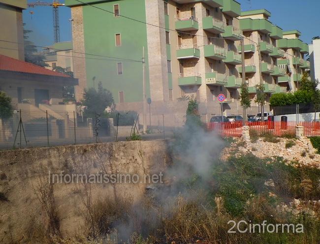 Incendio_sterpaglie_Via_F.lli_Bandiera2