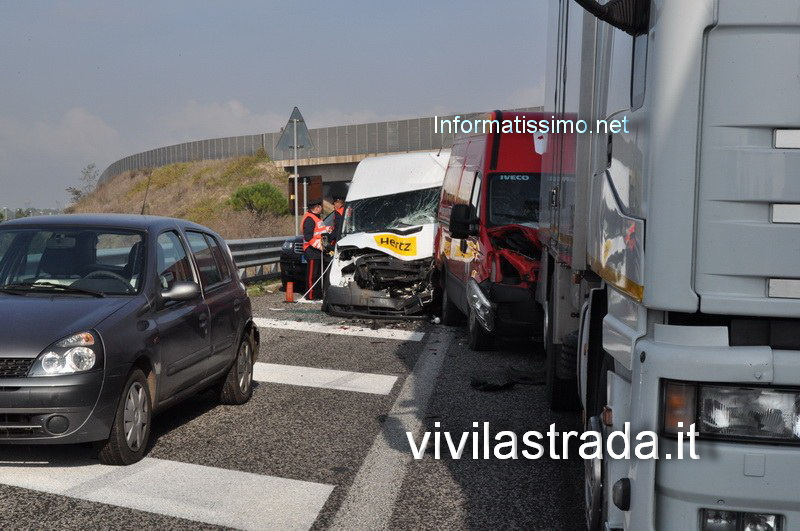 Incidente_a_catena_sulla_SS100