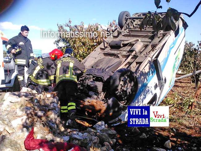 Incidente_furgone_contro_un_albero