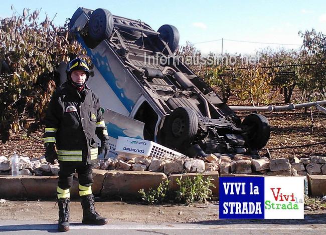 Incidente_furgone_contro_un_albero3