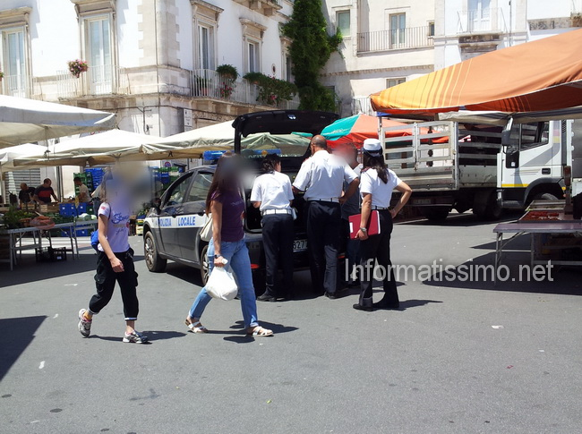 Mercato_settimanale_vigili_alterco