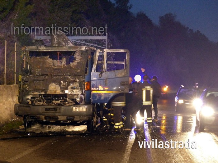 Noci_-_Camion_in_fiamme_sp237
