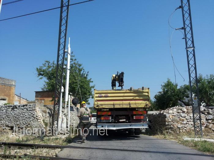 Passaggio_al_livello_cavi_tranciati_dal_camion