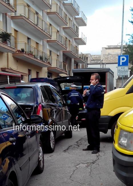 Pedone_investito_al_mercato_2