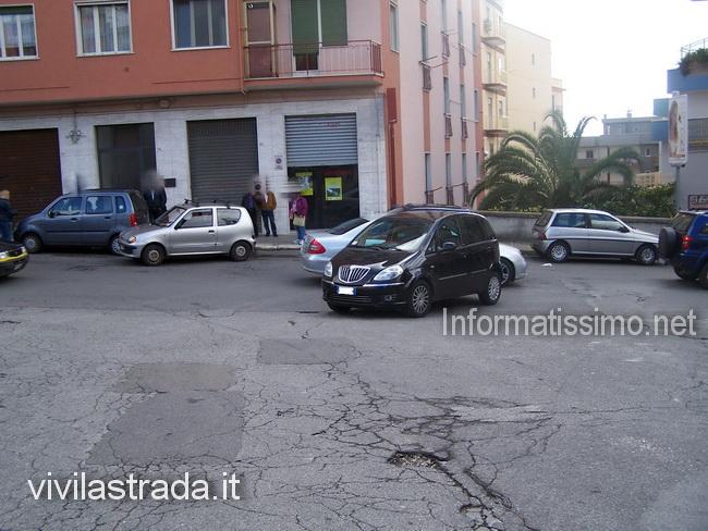 Pedone_investito_al_mercato_copy